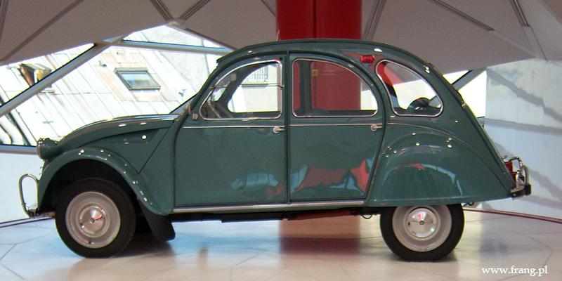 samochód marki Citroën zaprezentowany w Showroomie Citroena w Paryżu na Champs-Elysees fot. Aleksandra Szczypczyk-Klimek
